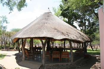 ILANGA offers African-styled twin lodge and thatched bungalow suites